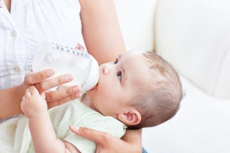 bình sữa cho bé